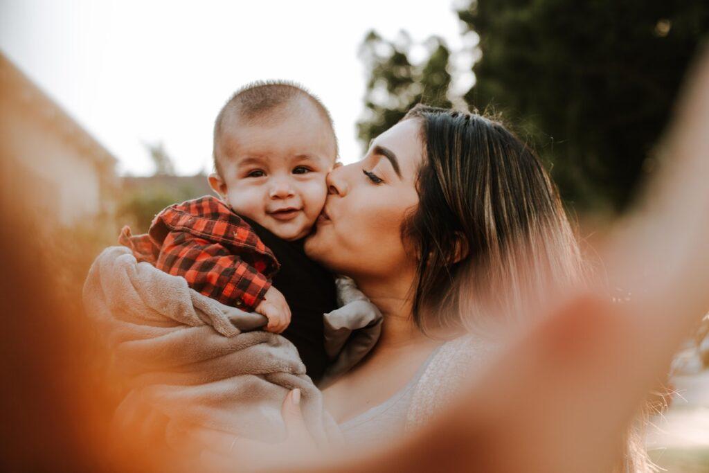 Мамина любовь: нежные и трогательные стихи о маме